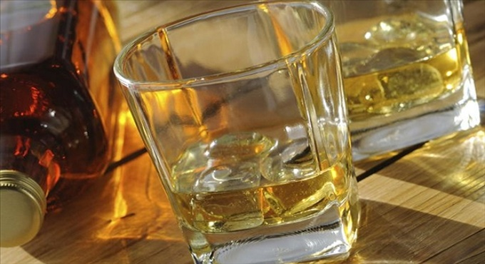 Νοθευμένα ποτά - Ποτά «Μπόμπες»: Αιτία ζάλης κόπωσης διαταραχών όρασις απώλειας συνείδησης.